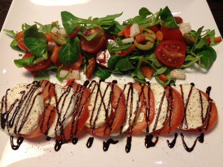 گوجه فرنگی با پنیر موتزارلا